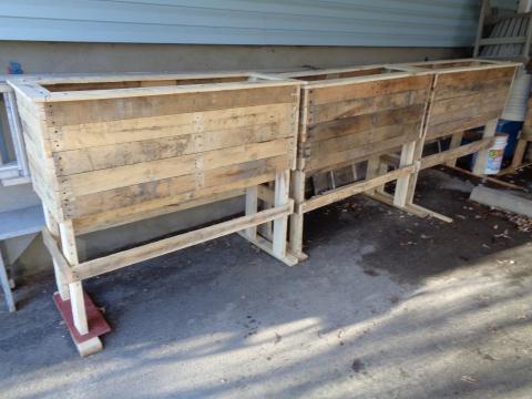 Jardinières en bois de palettes recyclées.