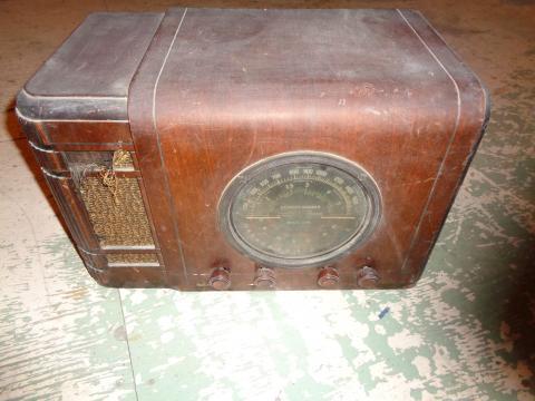 Sa radio qu'il avait à son chalet.
