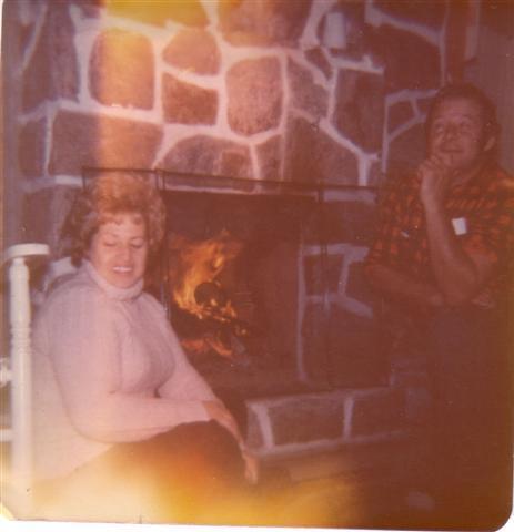 En octobre 1974, Yvon et Solange à son chalet.