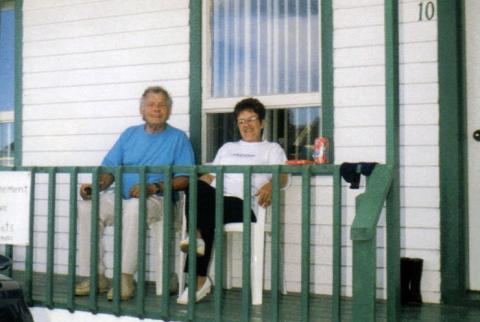 Yvon et Jacqueline au Motel Percé, à Percé.