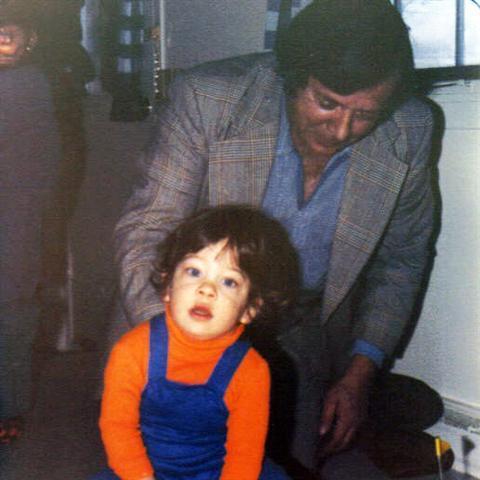 Yvon et son petit-fils Jean-Philippe, 15 mois, le garçon de Mario,son fils.