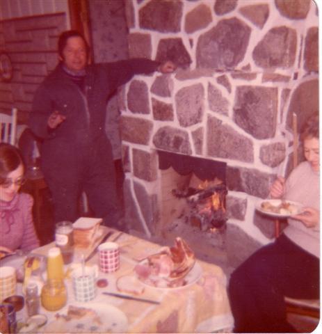 Au chalet de Yvon en mars1974 avec Solange, sa première femme ,et Christiane, sa fille.